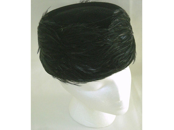 Vintage 1950S Black Velvet Pillbox Hat with Feathers and Bow