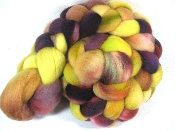 Red Maple Buds Falkland Wool Top 4 ounces