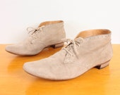 70s / 80s Ankle Boots / Tan / Taupe Suede Brogue Oxford Lace Up Booties - Womens Size 9 - Neutral Flat Elfin Pixie Boots Lace Ups Brogues