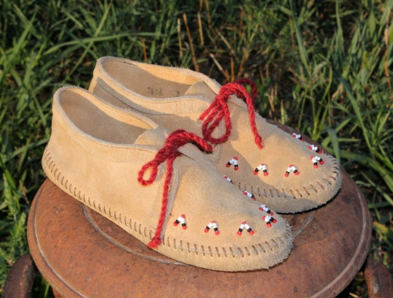 RESERVED Size 3 Vintage Minnetonka Moccasins Ankle Boots . Beaded Brown Leather Native American Indian