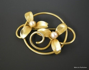 Vintage Flower Brooch with Gold Tone Finish and Faux Pearls