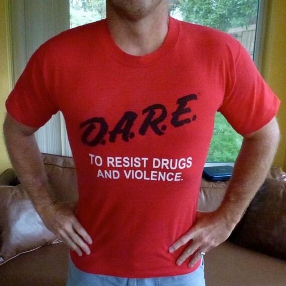 Vintage DARE To Resist Drugs - red tee medium