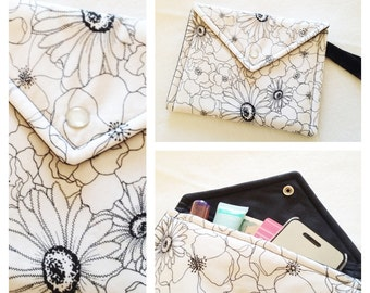 Envelope Wristlet - Black and White Floral