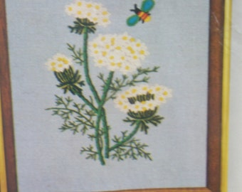 Queens Anne's Lace Crewel Stitchery in Plastic Package