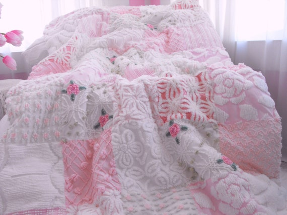 Beautiful Pink Rosebud Vintage Chenille Patchwork Quilt Throw