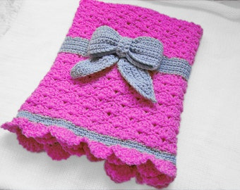 Pattern for Crochet baby blanket with a bow