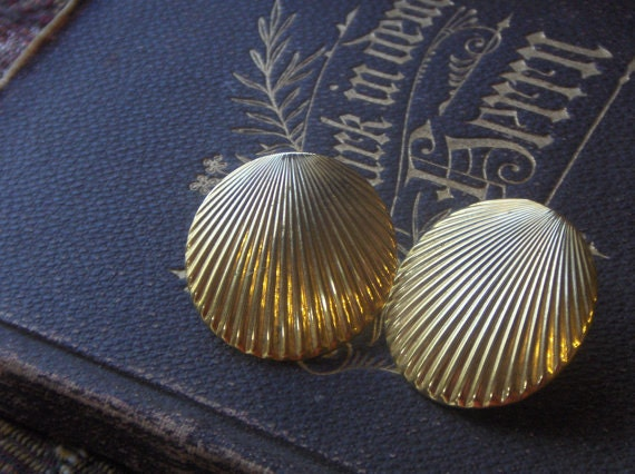 PIF Vintage brass clamshell earrings