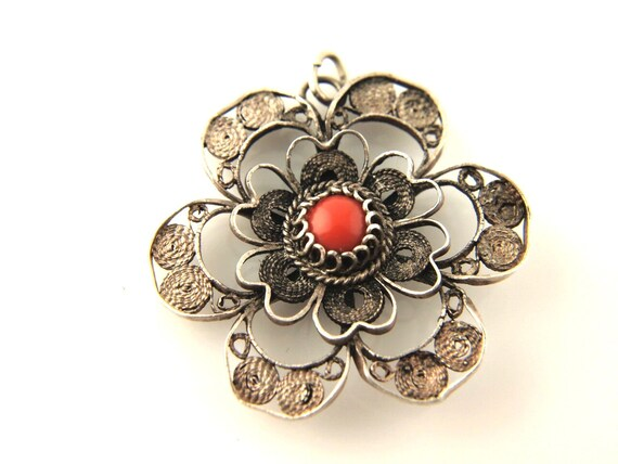 Filigree Flower Pendant - Vintage