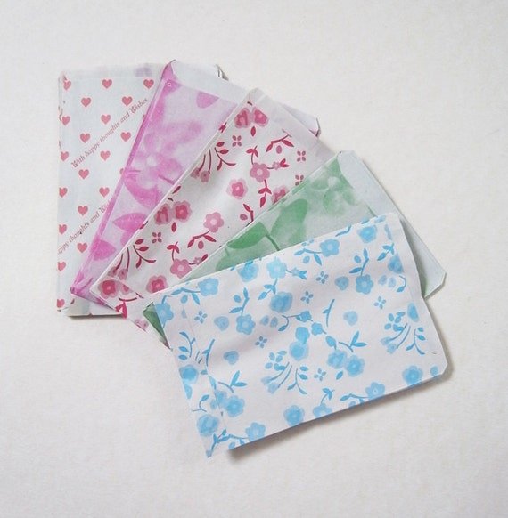 S size 8.75 cm X 6cm Set of 50 paper bags 5 assorted pattern mini candy recycle paper