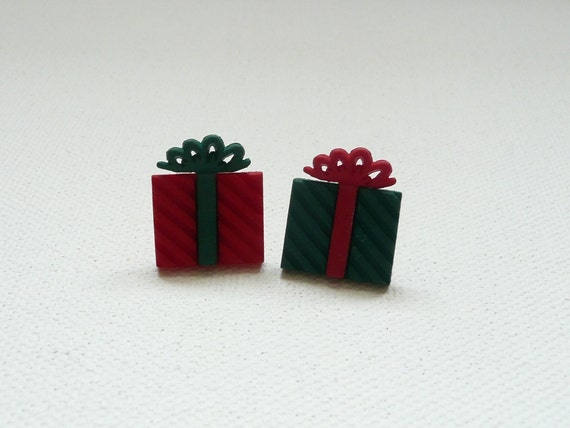 hs-Small Red and Green Presents Stud Earrings