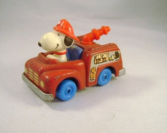 Vintage SNOOPY  1958 1966 Rare RED Fire Truck