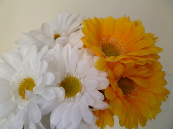 Custom Order for Nikia -45 Flower Pen Set -  White and Yellow Gerber Daises