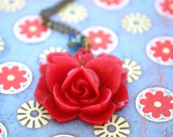 Flower necklace - red