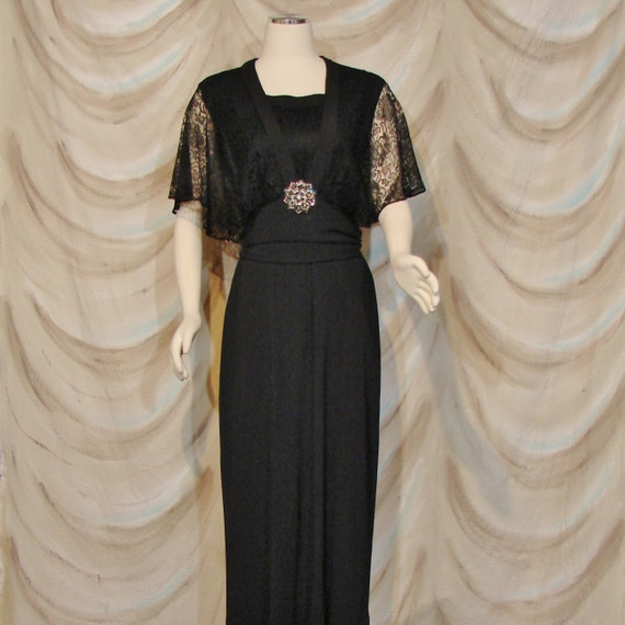 Dress - Circa 1930's - Elegant - Small / Medium