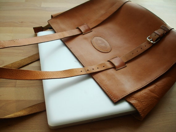 macbook pro V I N T A G E laptop apple puch bag purse leather camel colour brown