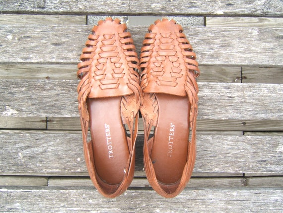 vintage brown leather huaraches // woven sandals // size 8.5