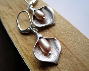 Silver Calla Lily Pearl Earrings, Matte Finish, Tan Freshwater Pearls, Bridal Jewellery, Bridesmaids Gift, For Her, Wedding Accessory