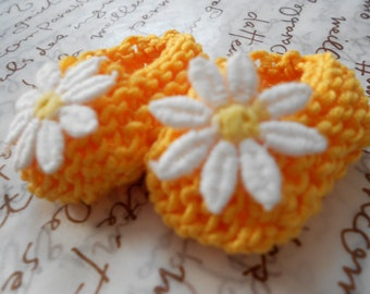 Girl baby shower decorations - sunshine yellow mini baby shoes with white daisies - 2 inches - flower themed baby event - DECORATION SIZE
