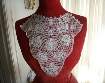 Superbly lovely Antique lace collar of an irish crochet look