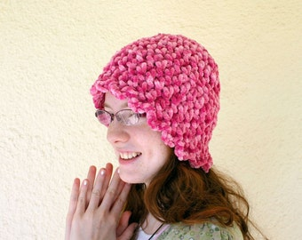 Pink crochet hat adult women teen thick beanie scalloped edge variegated pink rope bulky yarn fuzzy cap warm winter wear fashion