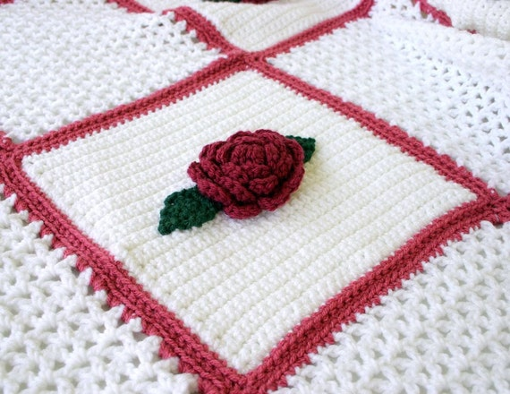 Crocheted roses and lace afghan flower throw blanket white pink red green leaves scalloped edging granny square blocks bedding