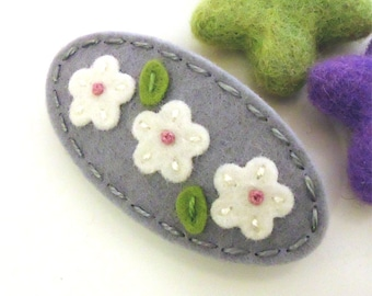 Felt hair clip FRENCH BARRETTE -Wool felt -Triple daisy -grey