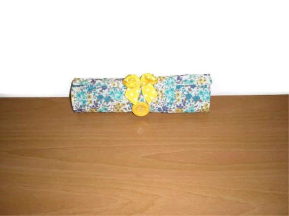 Brush roll/Pencil roll/Travel accessory holds 13 brushes extra zipped pocket washable Accessory for every woman