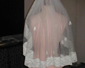 Vintage IVORY shoulder length  Lace Mantilla Bridal Veil