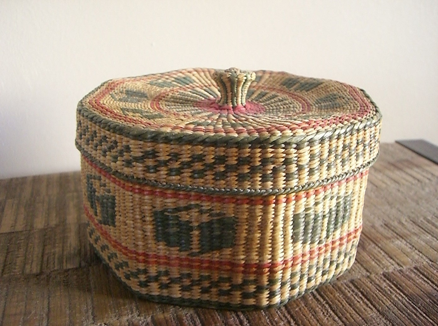 How To Weave A Sweetgrass Basket : Vintage woven sweetgrass basket