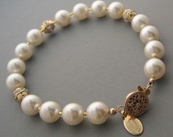 Pearl Bracelet with Crystal Bead Accents in Gold