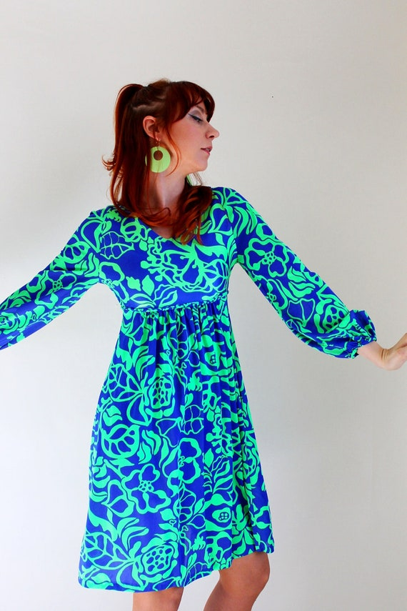 Summer Sale - Vintage 1970s Bright Royal Blue And Green Mod Dress. Cocktail. Summer. Fall. Back To School. Size Medium