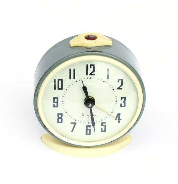 Vintage alarm clock from Russia, vintage mechanical alarm clock Vitjaz,