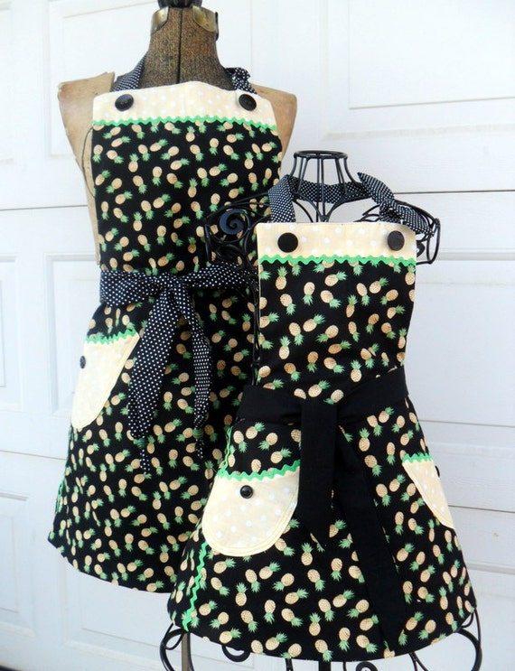 Mother Daughter Retro Reversible Apron Set in Pineapples and Polka Dots
