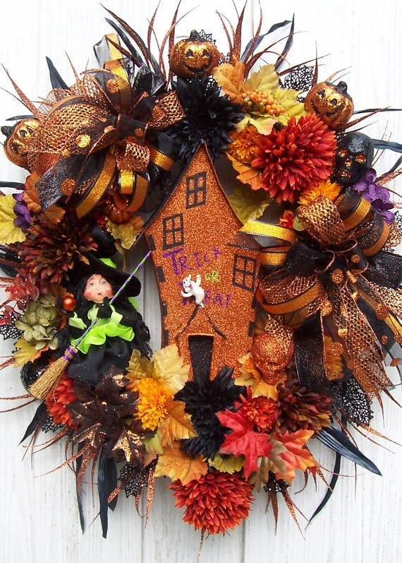 Lg. Halloween Wreath    Come Into My Home Whispers The Witch