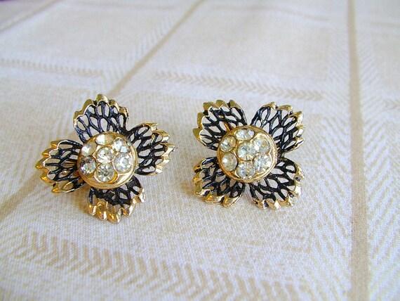 SALE )) 1/2 off)) vintage rhinestone and enamel openwork  flower clip earrings