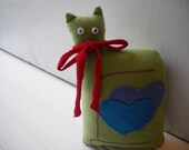 Pea Green Love Cat