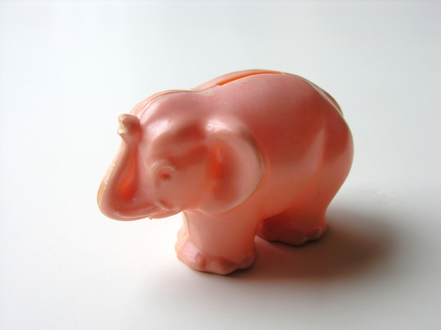 pink elephant piggy bank vintage plastic money coin holder. Black Bedroom Furniture Sets. Home Design Ideas