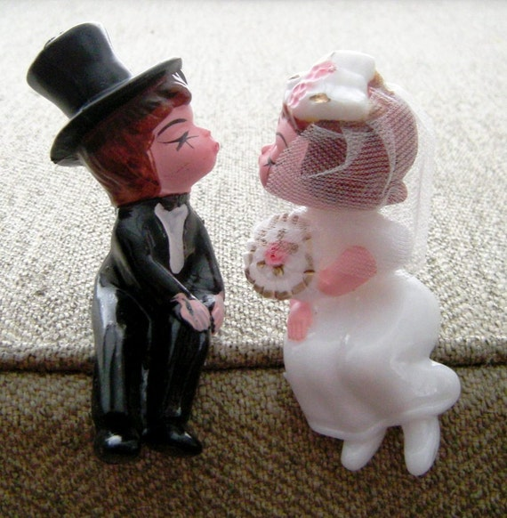 Wedding Cake Toppers Vintage 1960s Seated Bride and Groom-Unusual Sitters for Edge Of Cake & Shelf