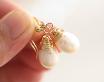 Wire wrapped pearl earrings,everyday jewelry,bridesmaid gifts,14k gold filled,Mother jewelry,