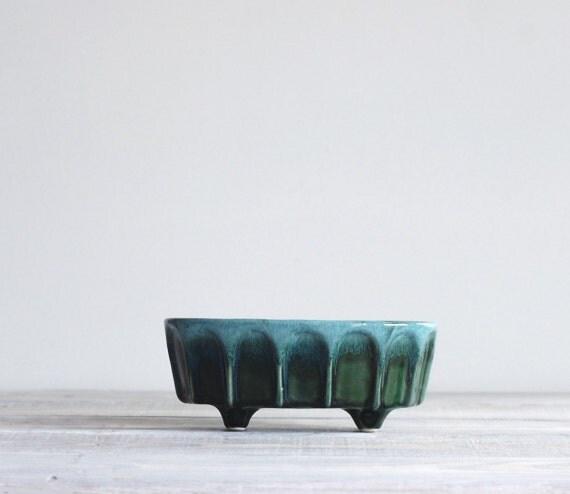 Vintage Hull Pottery Green Drip Planter
