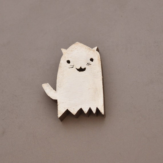 Brooch Pin Ghost Kitty painted rustic white for halloween