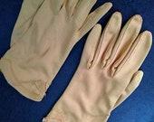 vintage caramel gloves - 1950s ladylike gloves w/ bow detail