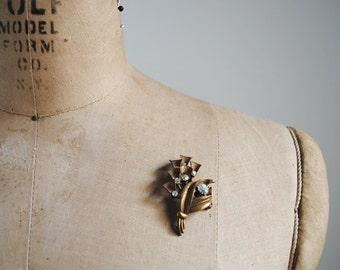 1950's VINTAGE leaf brooch. 50's bronze pin. leaf pin. aurora crystals. leafy branch. brushed metal.