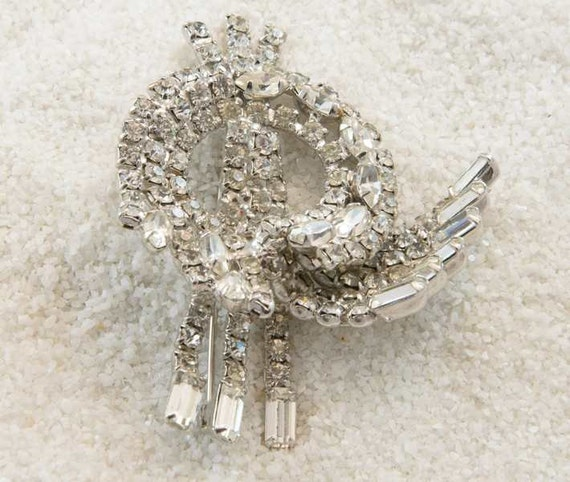 Art Deco Style Crystal Rhinestone Brooch Sweeping Comet Design with Arrows