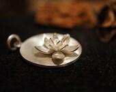Claude Monet's water lily (pendant)