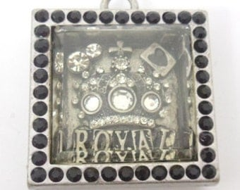 Adorable metal Rhinestone Crown  3d picture glass cover pendant no. 4