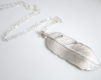 Feather necklace in silver, sterling silver necklace, birthday gift, everyday jewelry. wedding jewelry