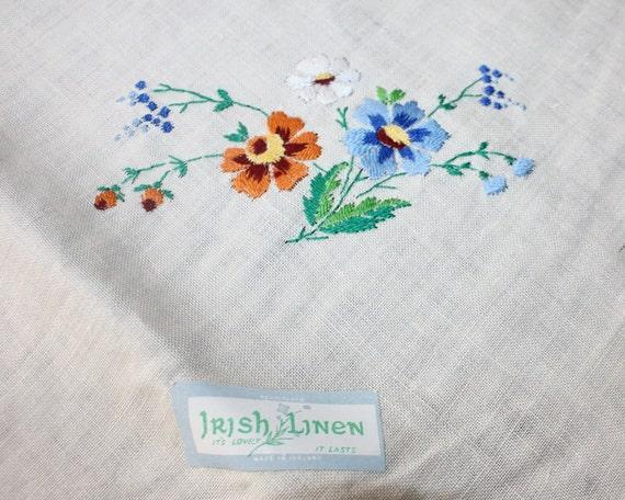 Vintage Embroidered Tablecloth 4 Napkins Irish Linen Unused 34 x 35