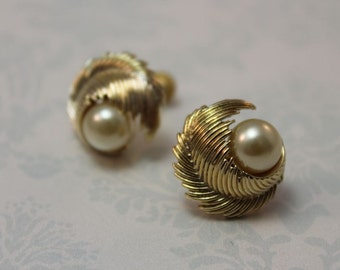 EARRINGS - LISNER - FEATHER - pearl - screw back earrings - wedding