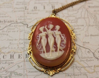 PENDANT - NECKLACE - CAMEO look - muse - ladies - gold